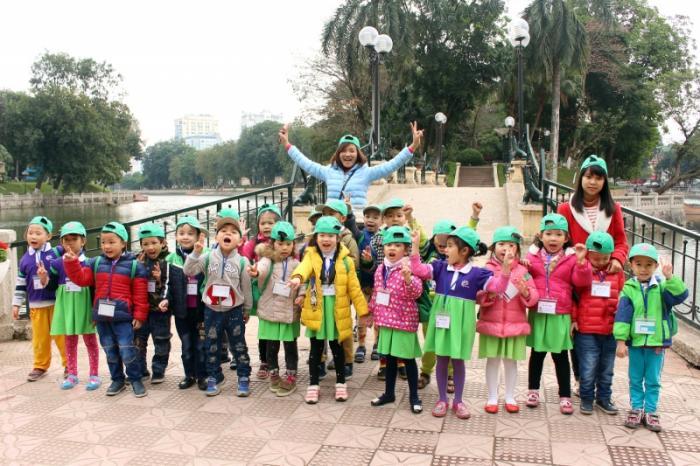 Các bé tham quan công viên Thủ Lệ